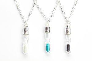 Halsband med timglas - silver