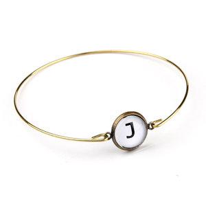 Armband i guldfärg med bokstav - rak