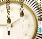 Halsband med timglas